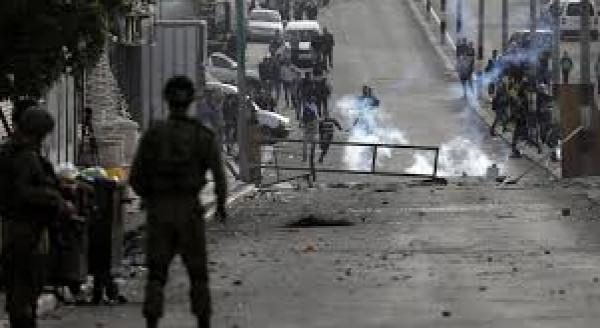 إصابات بالاختناق خلال مواجهات مع الاحتلال في قلقيلية والخليل
