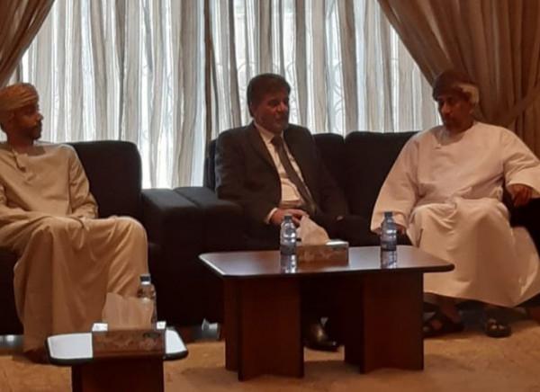 السفير عبد الهادي يقدم التعازي بوفاة السلطان قابوس