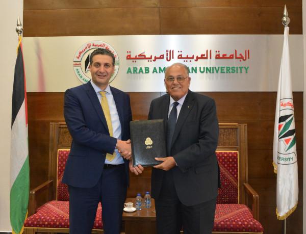 الاتصالات الفلسطينية والمركز الطبي بالجامعة العربية الامريكية يوقعان اتفاقية تعاون مشترك