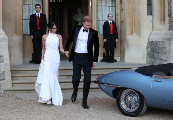 نجمات لم يكتفين بفستان زفاف واحد