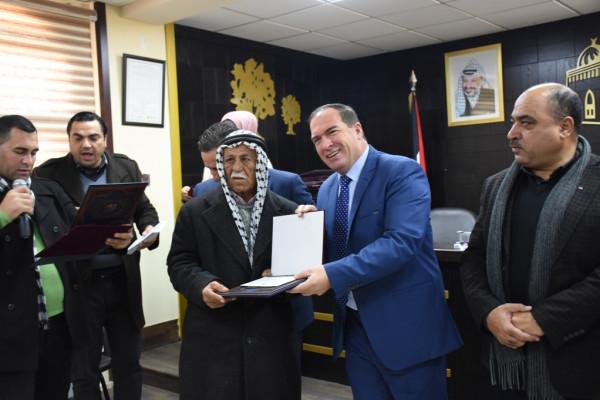 محافظة سلفيت تحيي يوم الشجرة وتكرم المزارعين المميزين