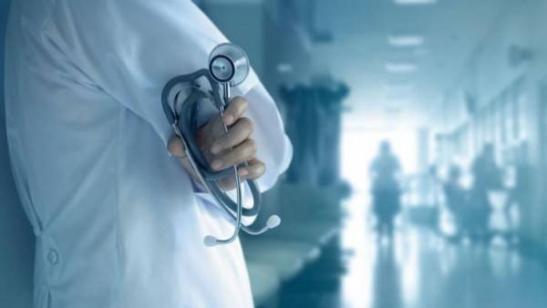 """المكتب الحركي الطبي بالقطاع يَرُدّ على تصريحات نقيب الأطباء لـ """"دنيا الوطن"""""""