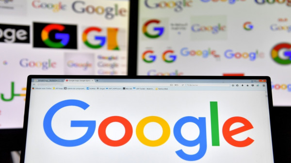 """لأول مرة منذ خمس سنوات.. """"جوجل"""" توجه ضربة قوية إلى """"فيسبوك"""""""