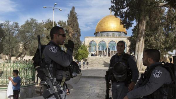 الاحتلال يعتقل عددًا من الشبان في القدس