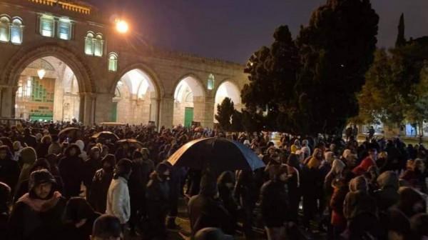 القدس: أعداد مصلي الفجر أغاظت الاحتلال وأثارت عدوانيته