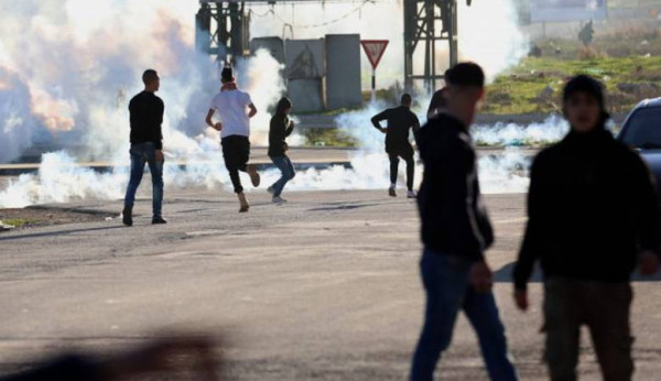 إصابات بالاختناق في مواجهات مع الاحتلال بمخيم العروب شمال الخليل