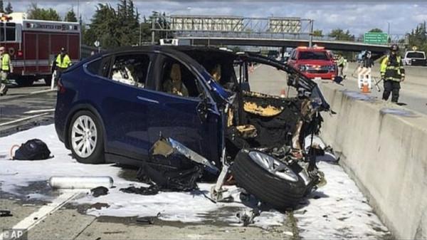 """بعد حوادث مريبة.. تحقيق أمريكي بشأن سيارات """"تسلا"""""""