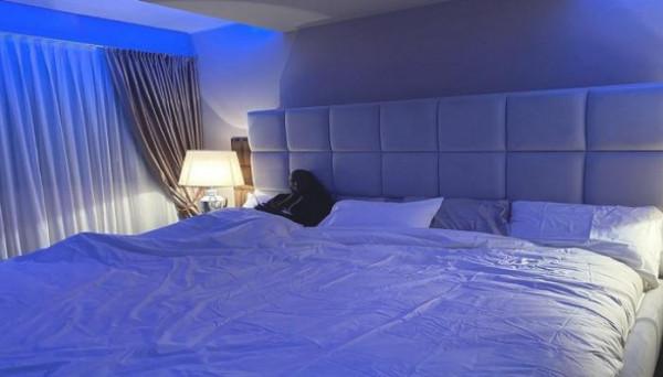 """بالصور: سرير لوكاكو """"الضخم"""" يثير سخرية زملائه ومحبيه"""