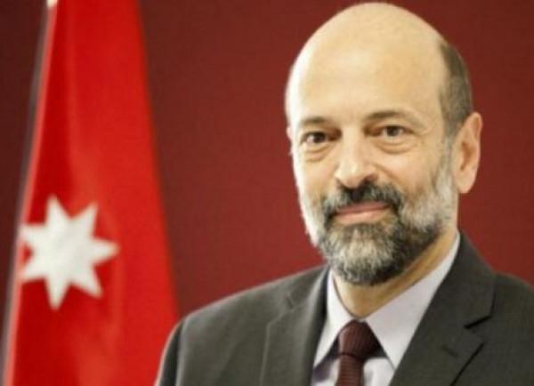 """رئيس وزراء الأردن يمنح درع """"فخر الوطن"""" للمدير التنفيذي لملتقى أبوغزاله"""