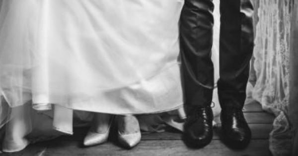 """أجمل أحذية الزفاف """"الفلات"""" في 2020"""