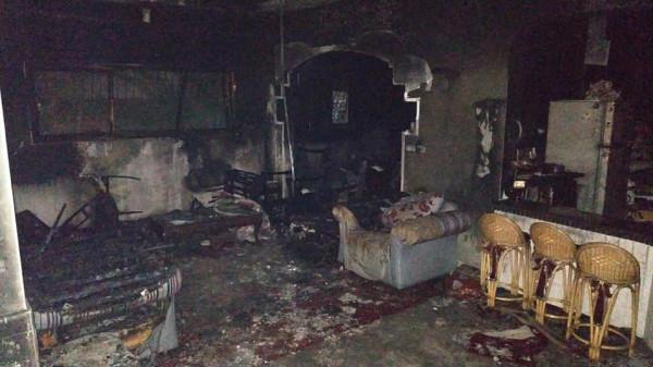 مُسنة احترق منزلها بالكامل تُناشد الضمائر الحية: أنقذونا من البرد القارس