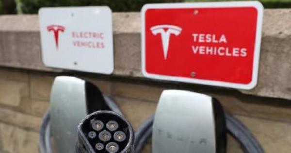 تسلا تواجه تحقيقا يشمل 500 ألف سيارة كهربائية فى ست سنوات