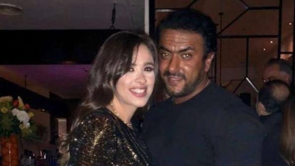 """لم ينفِ.. أحمد العوضي يعلق على ارتباطه بـ """"ياسمين عبدالعزيز"""""""