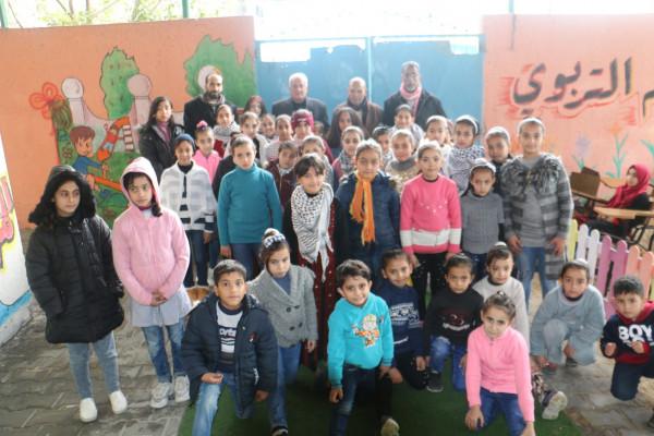 """اللجنة الشعبية للاجئين بالبريج تختتم مخيمها الشتوي للأطفال بعنوان"""" اصنع وسيلتي بيدي"""""""