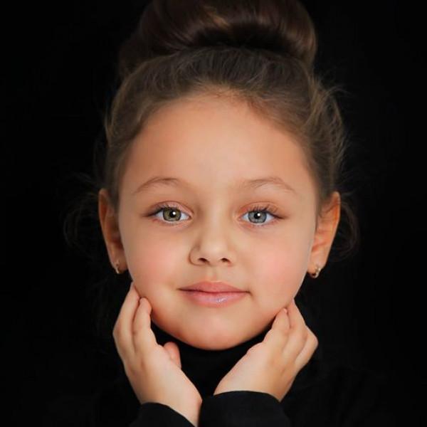مصرية تفوز بلقب ملكة جمال الأطفال فى روسيا
