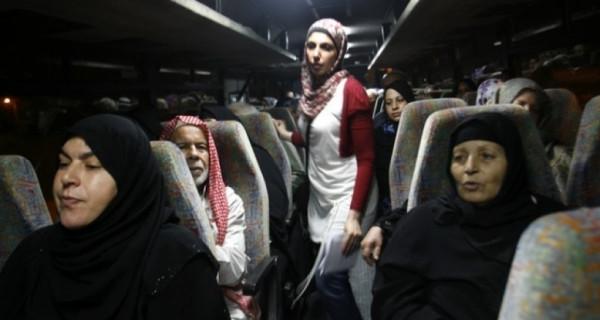 عدد من أهالي أسرى غزة يزورون أبناءهم في سجن (رامون)