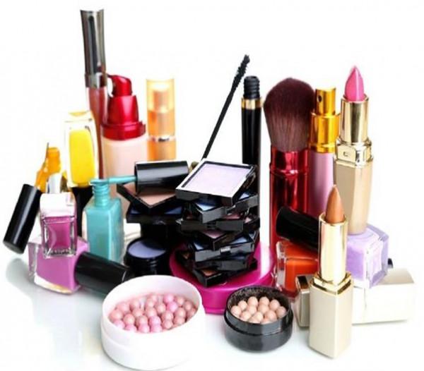 هل شراء مستحضرات التجميل من النفقة الواجبة على الزوج؟