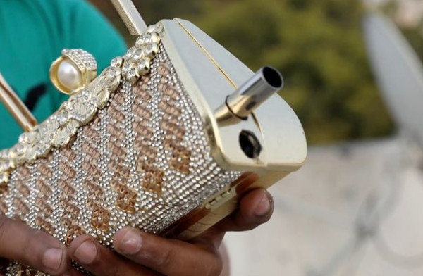 مخترع هندي يصمم أدوات نسائية مسلحة لحمايتهن من الاغتصاب