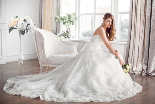 حيل ونصائح ليبدو فستان زفافك باهظ الثمن