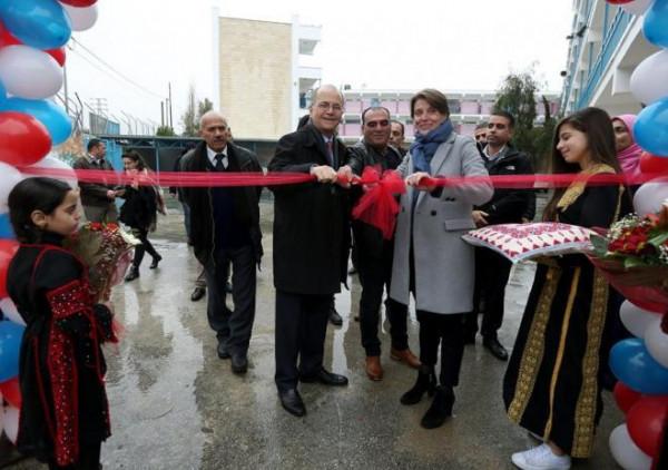 افتتاح ملعب للأونروا في مخيم الجلزون