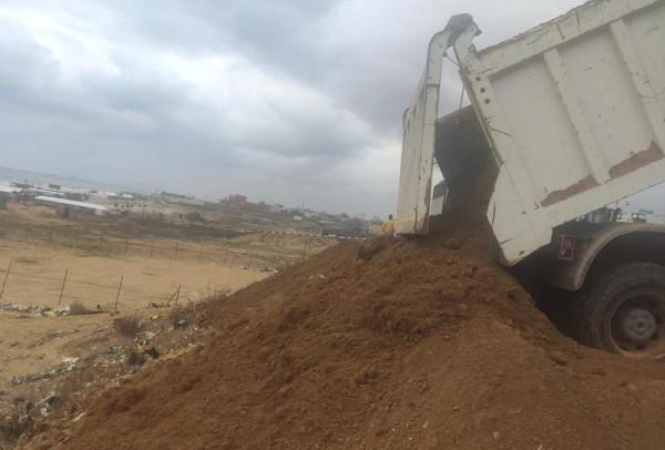 آليات ومعدات وزارة الأشغال العامة تدعم شارع الرشيد الساحلي منطقة السودانية