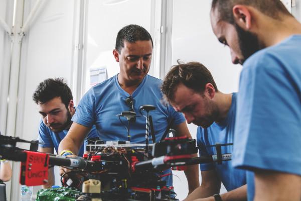 تحدي بن زايد العالمي للروبوت يضم 32 فريقاً للمنافسة على إحدى الجوائز