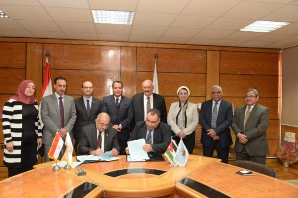 رئيس جامعة أسيوط يوقع ثلاث اتفاقيات تعاون مشترك مع جامعة الزرقاء الأردنية
