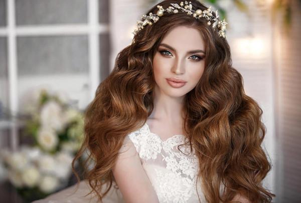 أحدث تسريحات شعر مفتوح للعروس