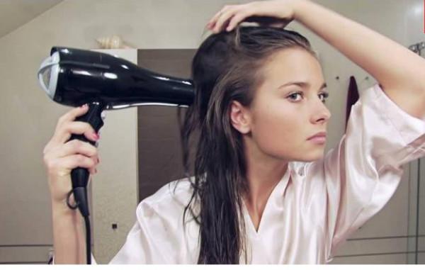 استخدام مجفف الشعر يتحول إلى كارثة إذا لم تقومي بهذه الخطوة الجديدة