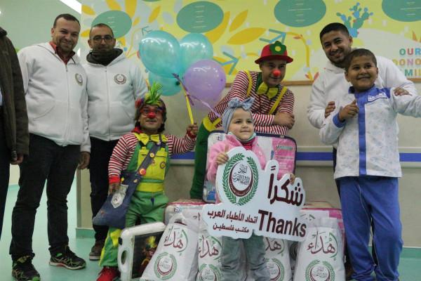 الأطباء العرب يختتم مشاريع الشتاء بمعونة خاصة لأطفال مستشفى الرنتيسي