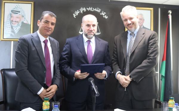 """توقيع اتفاقية دعم ديوان قاضي القضاة بالتعاون مع المعهد القضائي وبتمويل """"سواسية"""""""