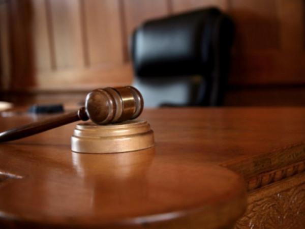 محكمة جرائم الفساد تدين موظفاً عاماً بتهمة الاستثمار الوظيفي والاختلاس