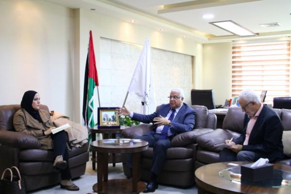 جامعة بوليتكنك فلسطين تستقبل وفداً من مستشاري مكتب رئاسة الوزراء للتنمية العنقودية