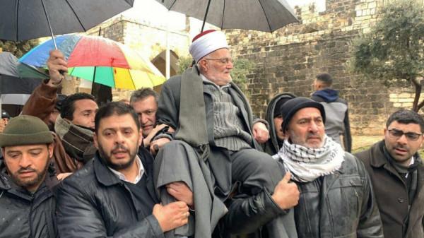 كسر قرار الاحتلال بإبعاده.. الشيخ عكرمة صبري يدخل المسجد الاقصى