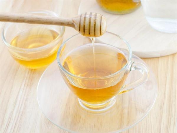 منها إنقاص الوزن.. عشر فوائد صحية لشرب الماء بالعسل