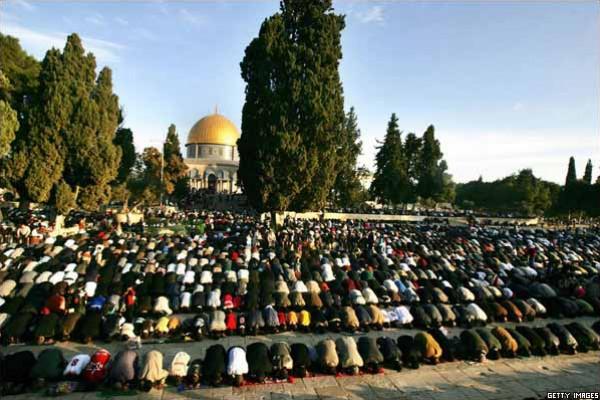 25 ألف مصل يؤدون صلاة الجمعة في المسجد الأقصى