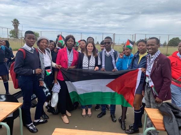 طلاب جنوب أفريقيا يرحبون بالسفير الجديد لدولة فلسطين
