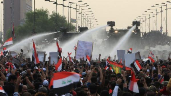العراق.. اقتحام ساحات الاعتصام في البصرة وكربلاء