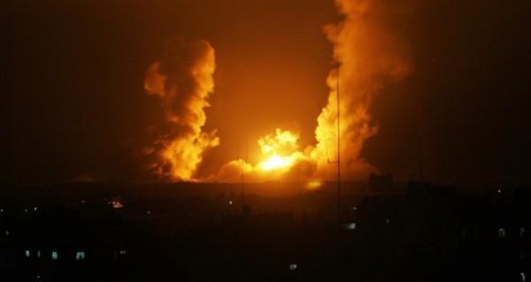 طائرات الاحتلال تُشنُّ غارات بمناطق في خانيونس جنوب القطاع