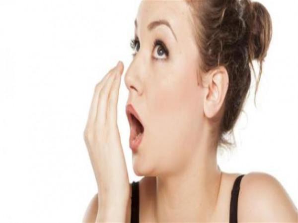 أسباب استمرار رائحة الفم الكريهة بعد الاستيقاظ