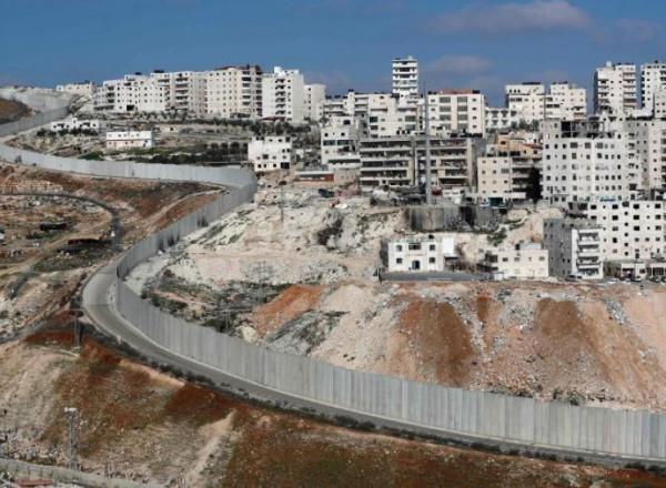 قوات الاحتلال تمنع شق طريق وتستولي على جرافة في نابلس