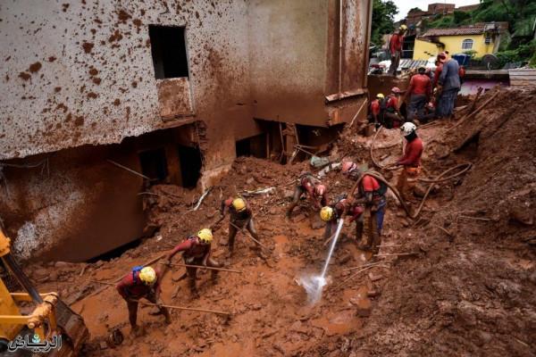 فيضانات تقتل 46 شخصا على الأقل وتشرد أكثر من 25 ألفا بالبرازيل