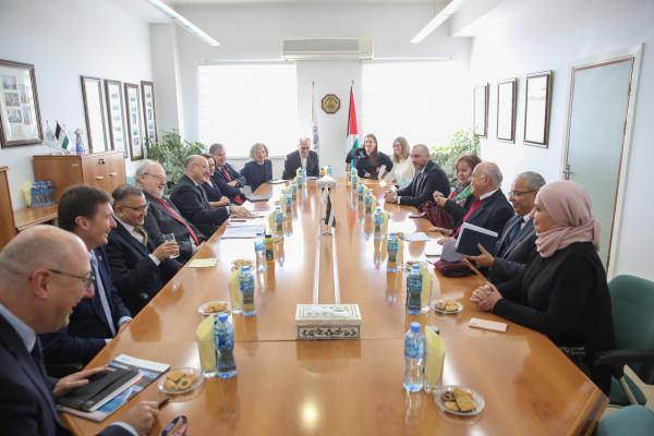 جامعة القدس تستضيف رؤساء ونواب رئيس سبع جامعات بريطانية عريقة لبحث التعاون