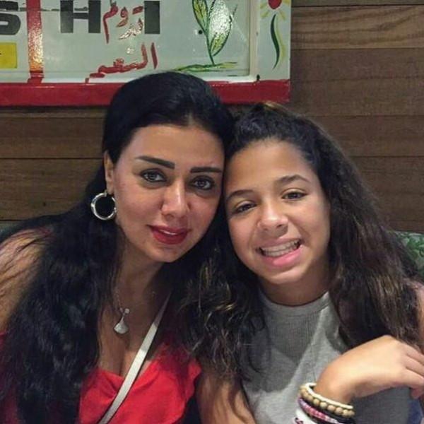 للمرة الأولى ابنة رانيا يوسف تعلق على جرأة ملابسها وقضية البطانة