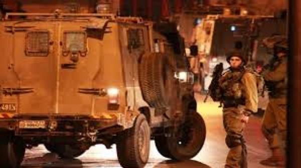 قوات الاحتلال تعتقل 10 مواطنين بينهم قاصرون من الضفة