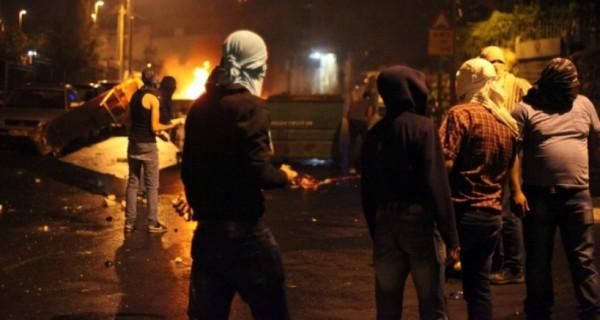 إصابة 12 مواطناً بحالات اختناق خلال مواجهات مع الاحتلال بالعيزرية