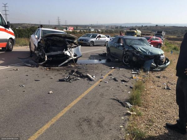 إصابة سيدة بجراح خطيرة واثنين من أبنائها بحادث سير بالمحافظة الوسطى