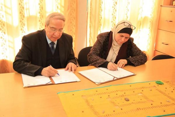 مركز الشيخ خليفة وتجارة نابلس يوقعان اتفاقية تعاون