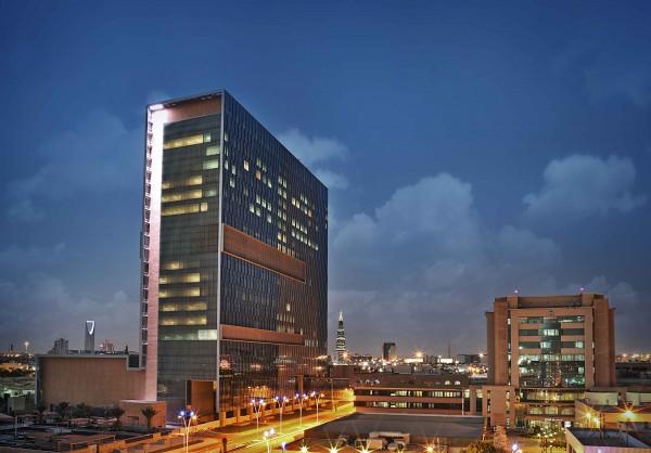 """مستشفى الملك فيصل أول مؤسسة طبية تحصد """"جائزة ديفيز للتميز"""""""