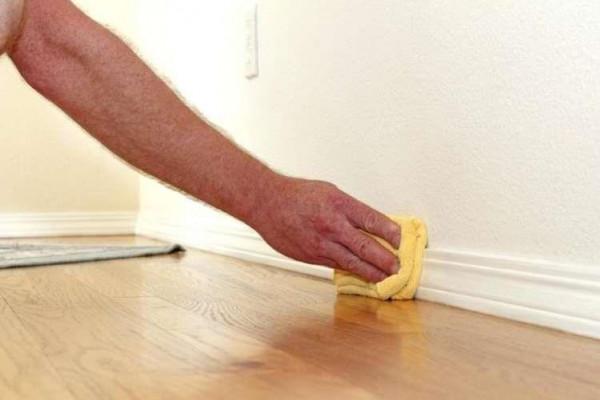 طرق فعالة لتنظيف جدران منزلك دون إفساد الدهانات
